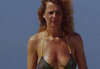 florida beach hottie likes her jewelry