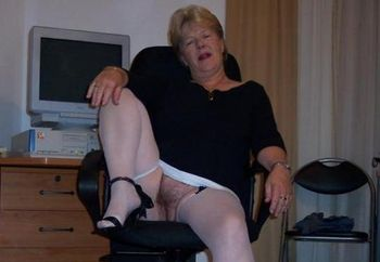 Mature Wife Blows And Fucks