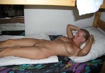 Katherine�s Bed-striptease