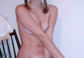 showin her sweet body