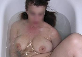 Dd - Playing In Bath