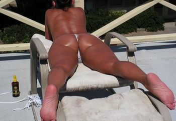 Hot 40 Yr Old Wife Taning Again