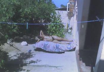 Mulata Puta Se Bronzeando / Big Butt's Sunbathing