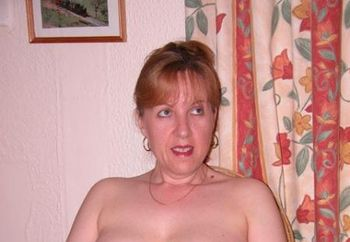 English Wife Loves To Pose