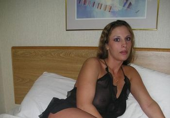 Mykissingirl In Bed...kinda!
