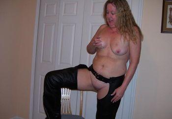 Nude Linda