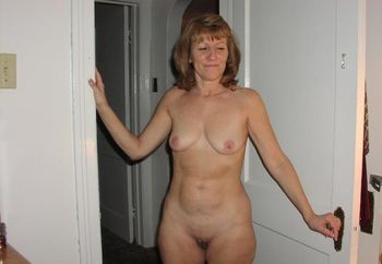 Nudist Cpl Wants To Trade Pics