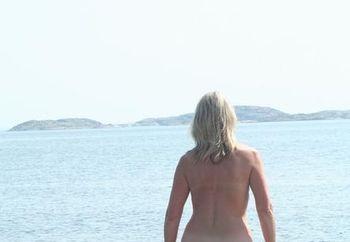 Linda nude again