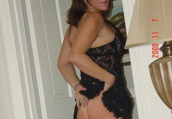 Wife loves to show her body