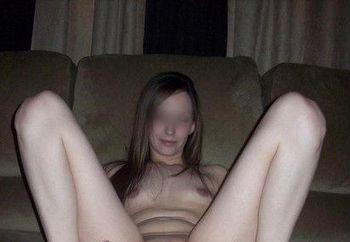 footgirl posing