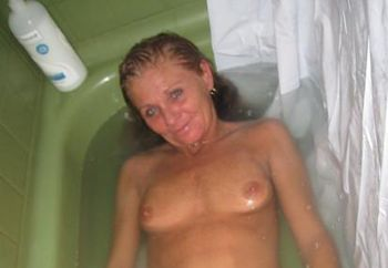my skinny wife-bath time