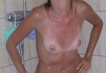 la mia ragazza sotto la doccia