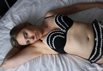 Sexylegs in black lingerie