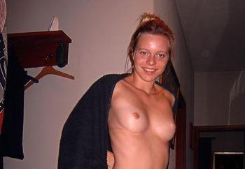 babe posing nude