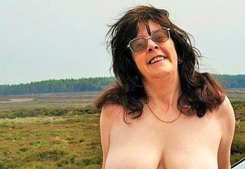 Carole - daytime dogging on the moors