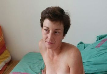 French Milf Audrey On Bed
