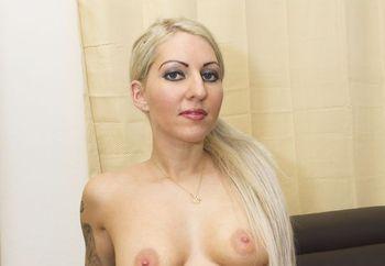 horny andula