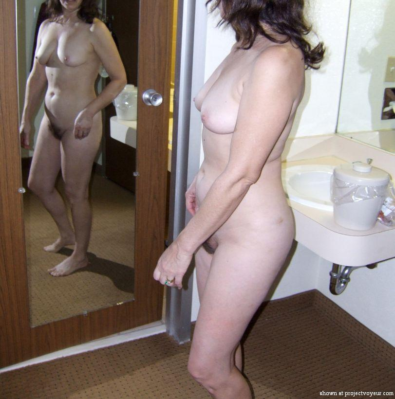 Mature wife hotel poses - image3