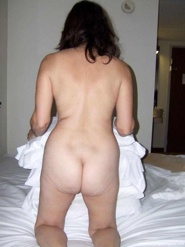 Mature wife hotel poses - image4