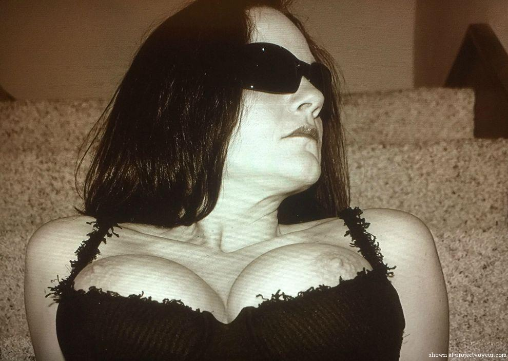 Busty mature wife posing - image7