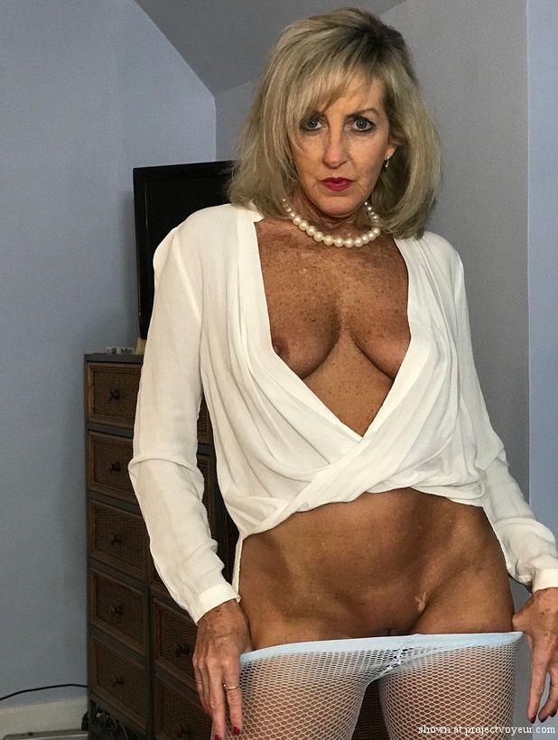 Hot wife - image1