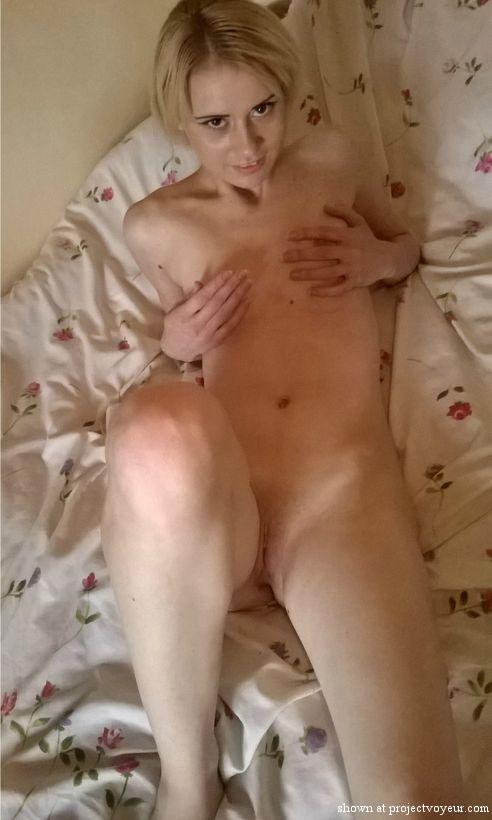 honeydip nude on the bed - image2