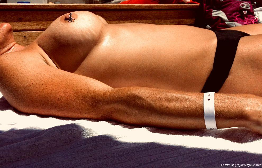 Topless tanning - image1