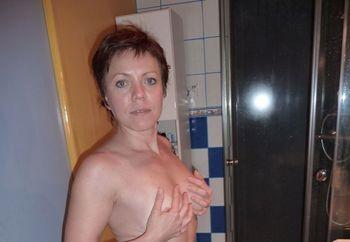 Strip-Tease in the bathroom