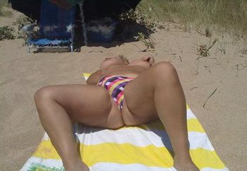 En la playa/my wife on the beach