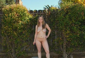 VoluptuousVixen in the Backyard