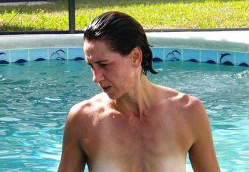Cyndi get horny by the pool