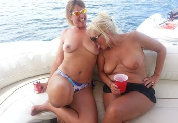 Girl / Girl action on vacation