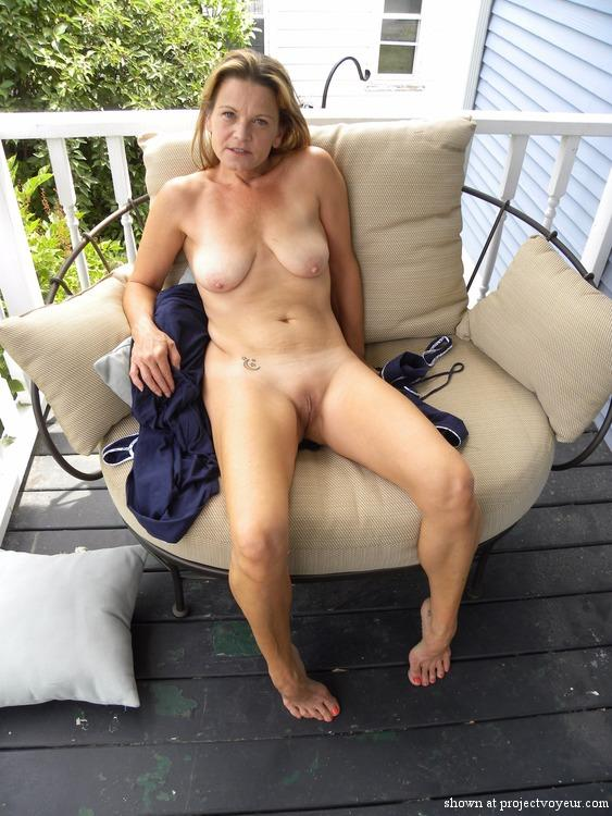 Wife poses naked for neighbor