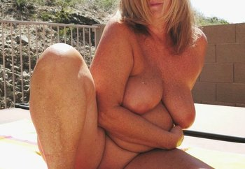 Outdoor Mature Wife !