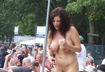 Nudes A Poppin' Festival 2010