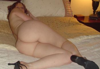 pale nude mommy