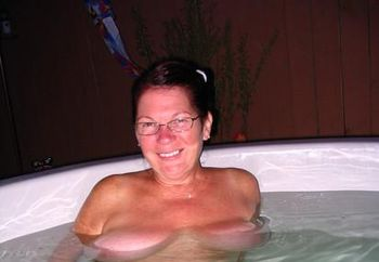 Annie n Her hot Tub