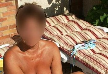 Dominique 54 ans au bord de la piscine