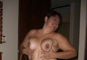 latina wfie posing