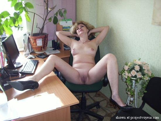 Sexy woman takes her pants off xxx