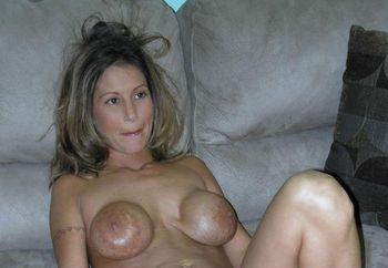 Petite MILF Leeanna shows off