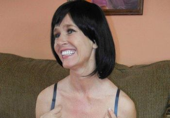 Busty MILF Melissa plays with her twat