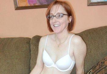 Mature redhead Layla fucks her pussy