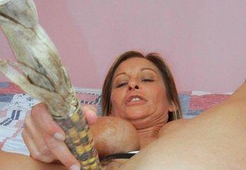 Leeanna Heart gets kinky with corn