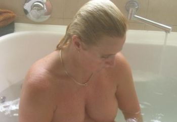 Chellemilf In The Spa
