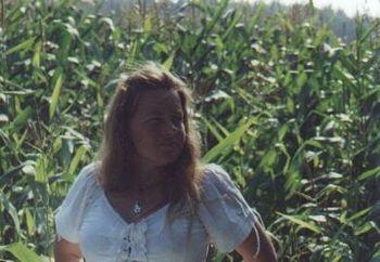 Nip: Claudia Im Maisfeld
