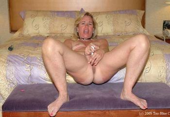 Sexy Suz Masturbating