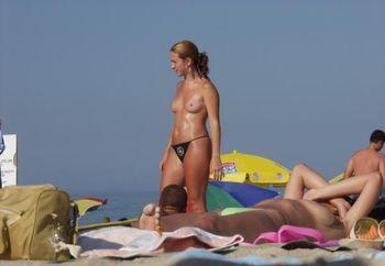 Beach Babes From Roamnia