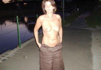 Nude Im Park 2