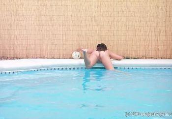 little pool hottie voy